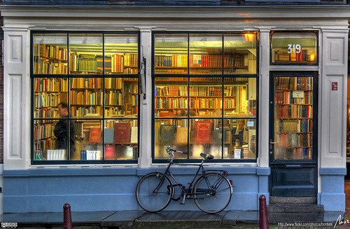 clothpaperstring:  ellaminnowpeas:  llibreria - bookstore - Amsterdam - HDR (via MorBCN)  oh 319, i want to come in.