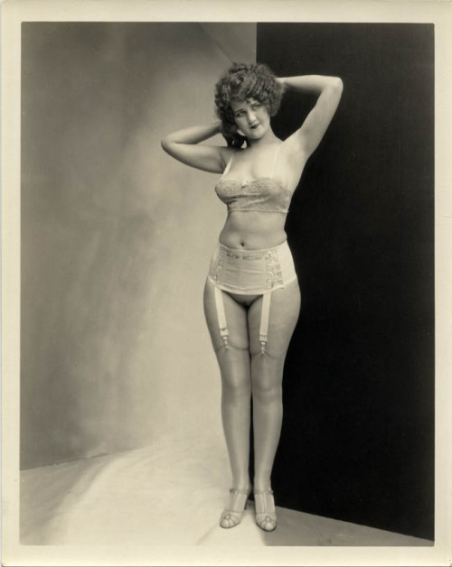 vintagegal: photo by Albert Arthur Allen