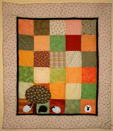 ellaminnowpeas:  sheep quilt (via PatchworkPottery)