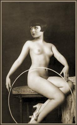 sirsays:  nikkukantique:  vintagenudes:  billyjane:  Louise Brooks