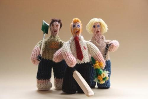 flamgirlant:  Knitted Ed, Shaun and Liz from Shaun Of The Dead.  I'm in awe.