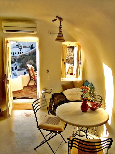 missing my honeymoon in greece and our incredible cave hotel room.  someday, we'll go back and stay in a room with a view of the breathtaking oia sunset. prettyspace:tinywhitedaisies:signorponza:(via)