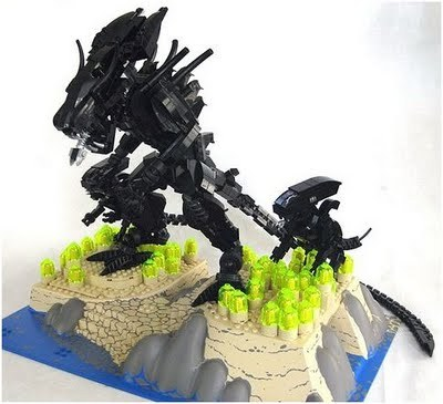 vidar:   LEGO Alien Queen and Nest | Super Punch  via aliensandpredators.