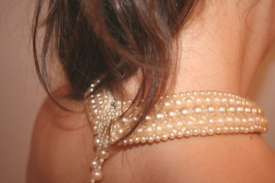 newyorkskyline: (via worldstopsspinning) pearls and neck and yum