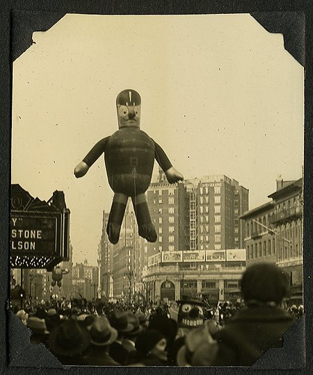 tomreynolds:  1932 Macy's Thanksgiving Day Parade (via Marching - bad banana blog)