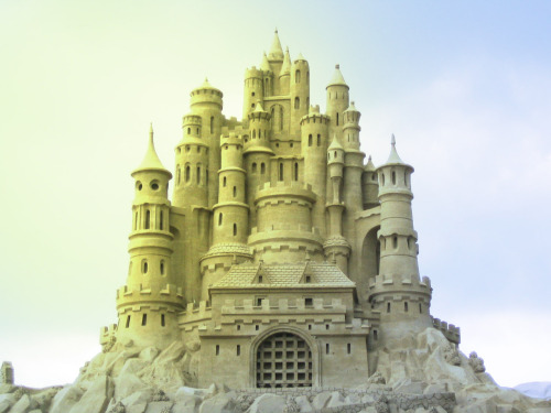 cleolinda:  (via fuckyeahcastles) I always look at castles and try to decide which tower I would want to live in.