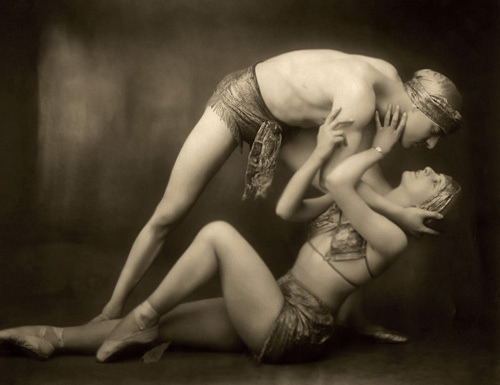Follies Bergere - The Kiss, 1927