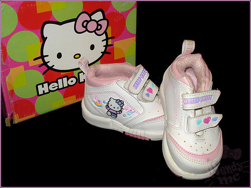 hello kitty baby sneakers (via ♫ Wendy MC ♪)