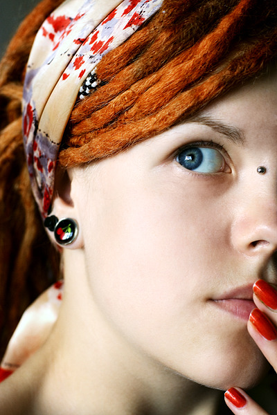 fuckyeahbodymods:  (via glamourhippy)   prettiest girl with dreads/a bridge piercing i've evuh seen.