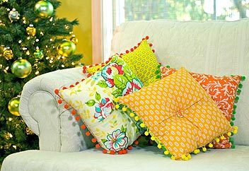 Citrus Holiday: Perky Pom Pom Pillows - Sew4Home