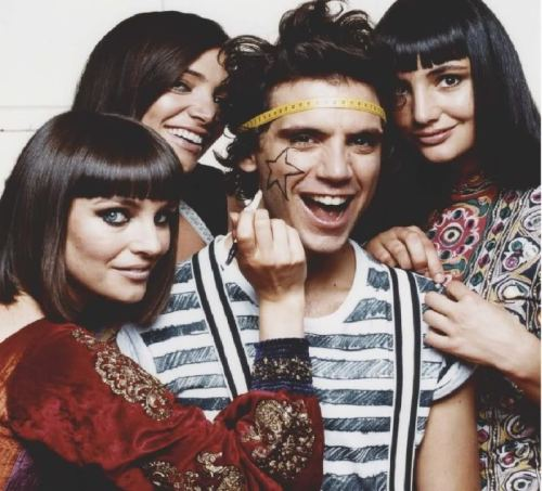 Mika with his sisters (From left: Yasmine, Paloma, Zuleika)