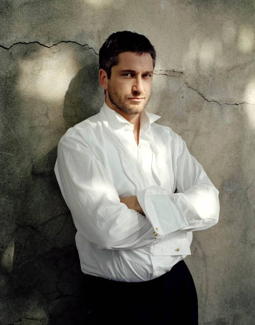 ladyquinto:scarletwitch:warningdontreadthis:    Gerard Butler.      Gerard realizes you may possess enough skill to deprive him of his jacket, shoes, socks and tie. But there's no way in hell you'll beat his pair, and get his shirt-NO. Wait. What's that? Royal Flush? Not yet you haven't.
