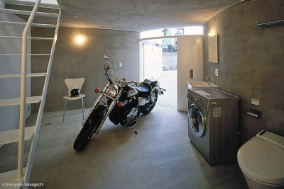 Moto, sink, washer, toilet. Only the essentials.