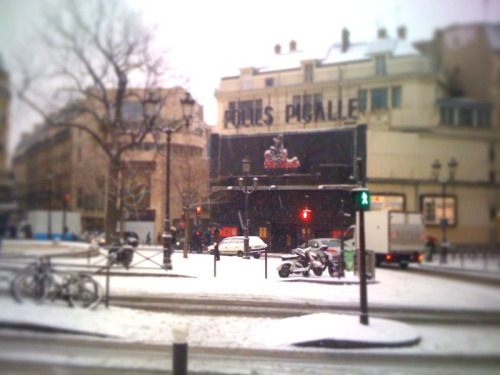 Paris is under the snow this morning! Shot @ Pigalle.