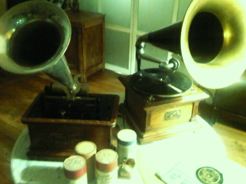 Different technologies, different fates. I own those two phonographs : both were built in 1904 but one is a Columbia with a cylinder system (left) while the other is a Victor with a disc system. Why did one of those technologies soon disappear while the other dominated almost all the 20th is explained in the following text from wikipedia. But it is always fascinating to try to imagine the future, and because I like that, I am very happy to be in charge, among other activities, of an unit of technological intelligence. With Jean de Chambure and Dominique Piotet, members of this unit, and François Sorel, an anchorman, we created a radio show 6 years ago. We instantly had a lot of fun together, and it is now the most potcasted show of BFM, the french main business radio. Our vision was that internet was becoming truly universal, and that there was room for an entertaining program about internet not just designed for the geeks but also for the general public. We had about one year to warm up, and then came the Wifi, facebook, the smartphones, the USB devices, the smartphones, Twitter and so on… Timely, isn't it? Disc vs cylinder : Disc recording is inherently neither better nor worse than cylinder recording in potential audio fidelity. Recordings made on a cylinder remain at a constant linear velocity for the entirety of the recording, while those made on a disc have a higher linear velocity at the outer portion of the groove compared to the inner portion. Edison's patented recording method recorded with vertical modulations in a groove. Berliner utilized a laterally modulated groove. Though Edison's recording technology was better than Berliner's, there were commercial advantages to a disc system: The disc could be easily mass produced by molding and stamping, and required less storage space for a collection of recordings.  Berliner successfully argued that his technology was different enough from Edison's that he did not need to pay royalties on it, which reduced his business expenses.