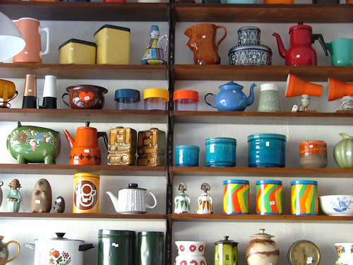 I want a collection of vintage teapot/cup lovelies~