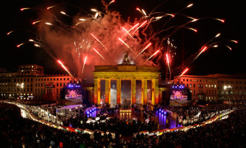 Brandenburg Gate in Berlin November 9, 2009 (REUTERS/Wolfgang Rattay) (via the big picture)