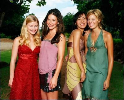 (via bemyconstant) Yunjin Kim with Emilie de Ravin, Evangeline Lilly, and Maggie Grace