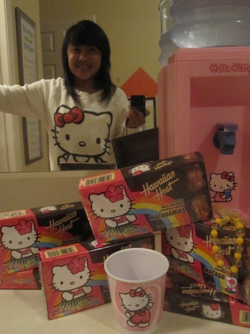 Hello Kitty crew neck Hello Kitty x Hawaiian Host Hello Kitty water dispenser  Submitted by arielalacar
