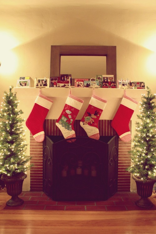 sweethomestyle:  Submitted by hannahsworld: Stockings Hung