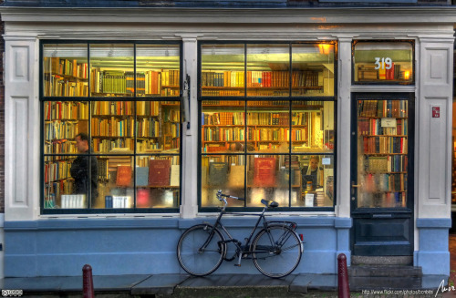 itscandidlycara:  theworldwelivein:  Bookstore in Amsterdam, Holland© MorBCN  Places I need to be in immediately.
