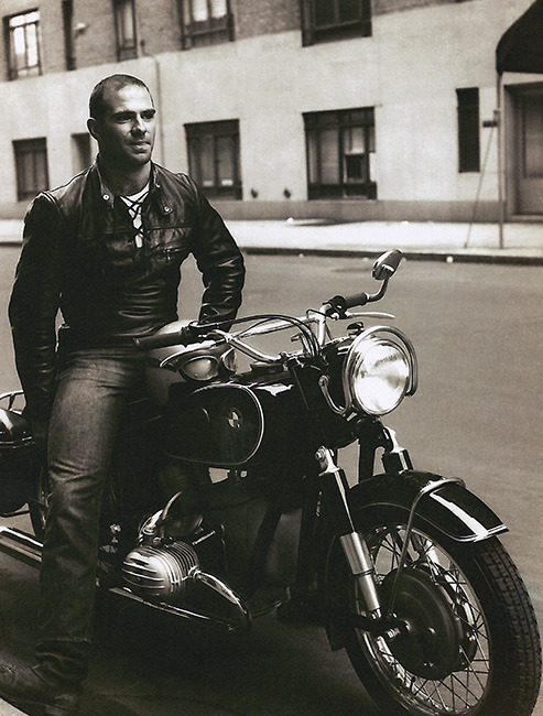 yeahiwasintheshit:this is oliver sacks in 1962. yeah the neurologist guy robin williams played in that movie. not bad!