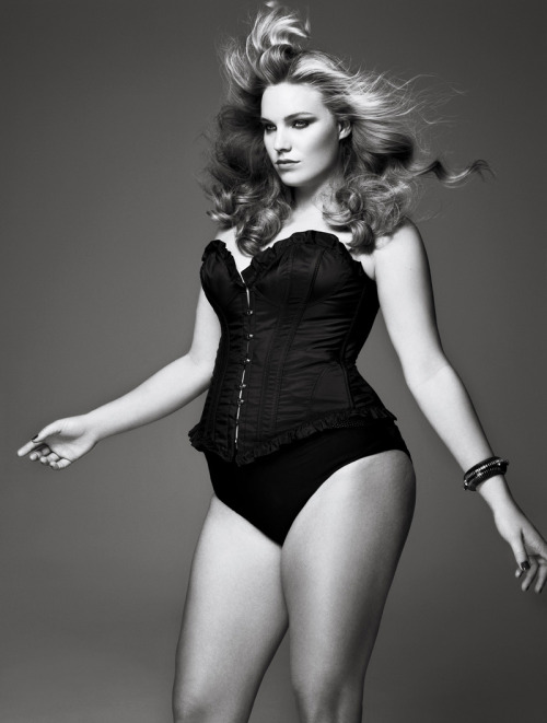 """Curves Ahead"" ph. by Sølve Sundsbø. V Magazine. January 2010. via: models.com"