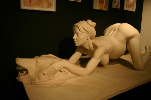 Daniel Edwards sculpture of Britney Spears giving birth (via fotoflow / Oscar Arriola)