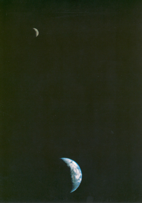 starsystems:  First Picture of the Earth and Moon in a Single Frame This picture of the Earth and Moon in a single frame, the first of its kind ever taken by a spacecraft, was recorded September 18, 1977 via grin.hq.nasa.gov