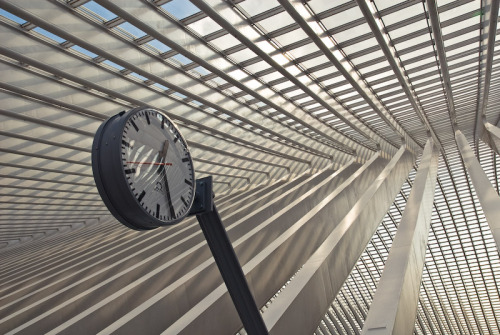 Clock at Liège-Guillemins station, via 0asa.