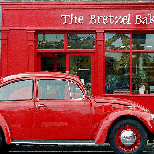 Red: Bretzel Bakery & Beetle (via MacGBeing)