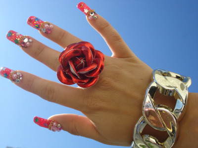 ★my hand in the beautiful sky★ (via Pinky Anela)