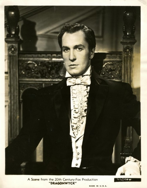 exclamationmark:lacontessa:   Vincent Price, 1946.(via)
