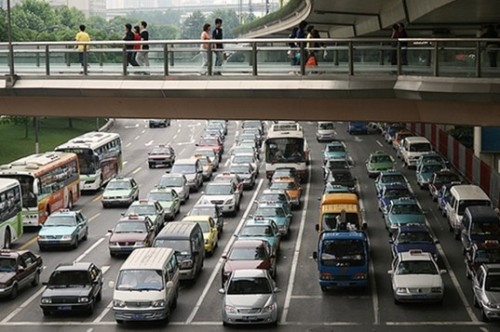 China's roads soon to overtake America's, but are they built on hot air? - Shanghaiist Connecting a 21st Century country in the same old fashion as the 1950's.