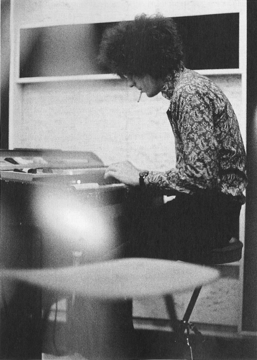 Syd Barrett (via worth1000words)