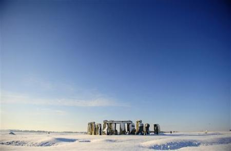 stayfrosty:  Fallen snow rests on Stonehenge in Salisbury, southern England, January 7, 2010.