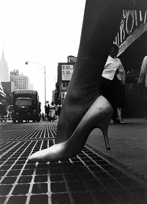 fuckyeahvintage-retro:  nevver:  Stiletto City, 1960