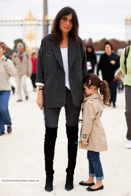 how cute is the little girl's outfit? (source)