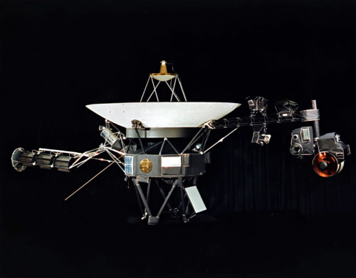 itsfullofstars:  (via sydneypaige:crookedindifference) Voyager Spacecraft