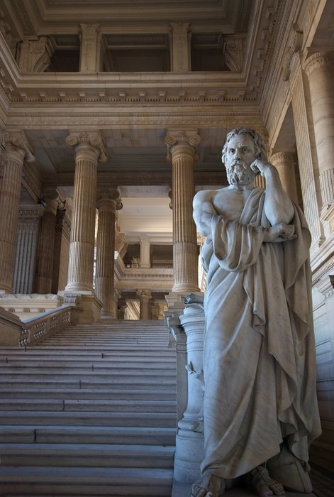 Palais de justice de Bruxelles (Brussels) [closer view of sculpture]. Photo by Luc Viatour.