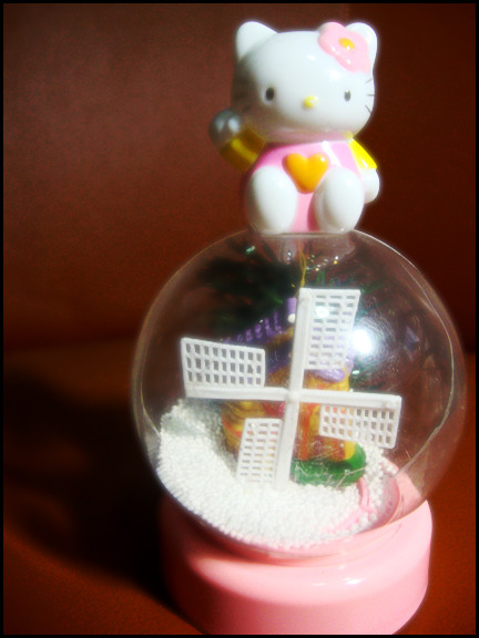 Hello Kitty Snow Globe  Submitted by carlarycarrera