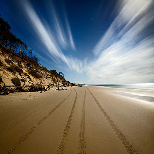 kasumicr:  Moon up and on the move on a lonely beach (by Garry)