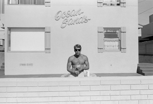 Southern California, 1985, by Henry Wessel. Crisp! (via ASX)