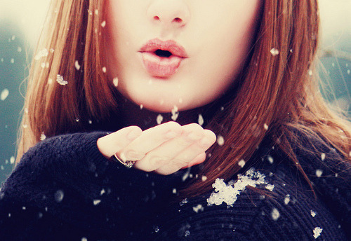 snow kisses (via heathernicole2)