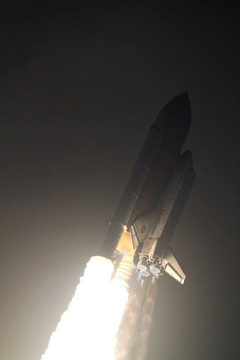 spacethebeyond:  unknownskywalker:  Space shuttle Endeavour races to orbit from Launch Pad 39A at 27,000 km/h. [NASA]
