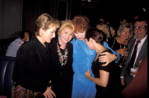 (via rufustfirefly) Meryl Streep, Debbie Reynolds, Shirley MacLaine, and Carrie at the Postcards from the Edge premiere.