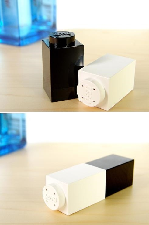 "thedailywhat:  Buy This: ""Salt & Pepper by Lego"" from Brando. You had me at interlocking condiments. [walyou.]  Li voglio assolutamente!!"