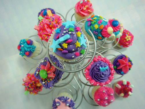 onlycupcakes:  Via Piece of Cake Cupcakes