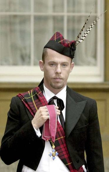 RIP ALEXANDER MCQUEEN. KING OF DRAMA. MY DREAM WAS TO BE IN HIS SHOWS.