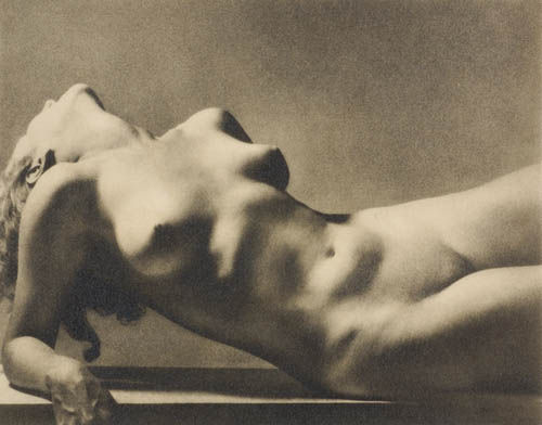 jahsonic:  Torse[1][2] (1935) is the title of a William Mortensen photograph. Wikimedia Commons has the photo erroneously listed as a Rudolf Koppitz photo. The photo is used on the cover of Monsters and Madonnas[3]. See also Eros and Modernism  Modernist nude  Nude photography  Pictorialism  Torso Via billyjane
